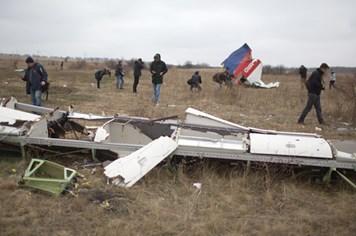 """Công dân Ukraina """"tố"""" chiến đấu cơ Kiev bắn hạ MH17"""