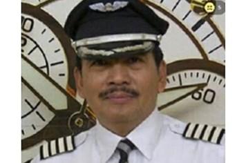 Lời cầu xin đầy nước mắt của con gái cơ trưởng máy bay AirAsia mất tích