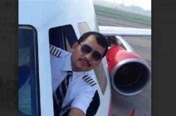 """Cơ trưởng AirAsia QZ8501 là """"một trong những học viên quân sự xuất sắc nhất"""""""