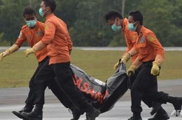 Indonesia đình chỉ các quan chức hàng không liên quan vụ QZ8501
