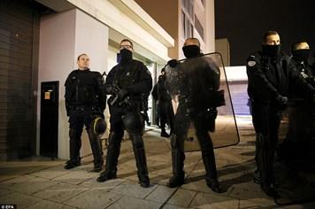 Vụ tấn công tòa báo Pháp: Bắt 7 người thân cận với 2 kẻ tấn công