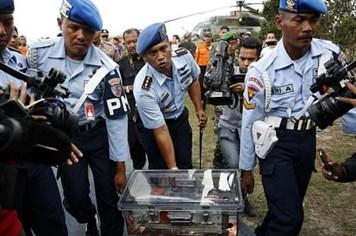 NÓNG: Đã vớt được phần còn lại của hộp đen máy bay AirAsia QZ8501