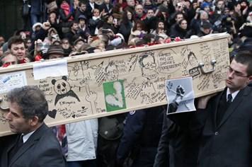 Đám tang đầy tranh biếm họa và nước mắt của các nạn nhân Charlie Hebdo