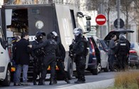 NÓNG: Lại bắt giữ con tin ở Paris