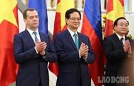 Những hình ảnh về ngày làm việc đầu tiên của Thủ tướng Nga Dmitry Medvedev tại Việt Nam