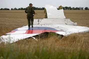 Tổng thống Ukraina cáo buộc quân đội Nga chỉ đạo bắn rơi MH17