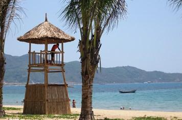 Lập chòi canh cứu nạn trên bãi biển Nha Trang