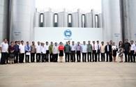Đoàn đại biểu cấp cao Đảng Nhân Dân Cách Mạng Lào thăm và làm việc tại nhà máy sữa của Vinamilk