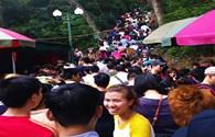 Đầu năm, hàng nghìn người đổ xô về Yên Tử