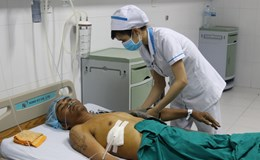 Khánh Hòa: Sập tấm đan bê tông, 2 công nhân thương vong