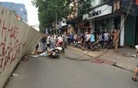 Hiện trường vụ cần cẩu bất ngờ đổ sập xuống nhà dân ở Hà Nội