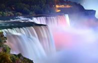 Du khách mê mẩn vẻ đẹp của 13 ngọn thác kỳ vỹ nhất thế giới