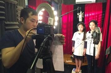 Vợ và con gái Trần Lập vượt nỗi đau quay MV tưởng nhớ