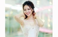 Á hậu Thụy Vân gợi cảm với váy xuyên thấu khéo léo che nội y