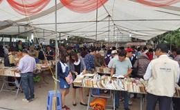 Hội sách cũ Hà Nội bày bán 20 tấn sách cũ, có nhiều cuốn quý hiếm