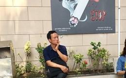 Phì phèo thuốc lá nơi công cộng: Vô tư như chốn không người!