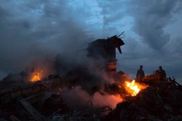 Quan chức Mỹ khẳng định máy bay Malaysia MH17 bị tên lửa bắn hạ