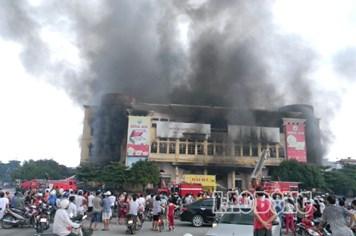Trung tâm thương mại Hải Dương bốc cháy ngùn ngụt