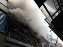 Cháy lớn tại phố Vĩnh Tuy, hàng trăm người trong ngõ gào thét hoảng sợ