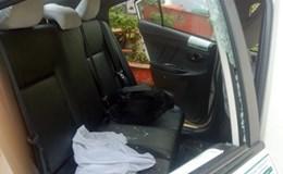 Táo tợn dùng dao đâm vào mặt tài xế, cướp taxi trong đêm