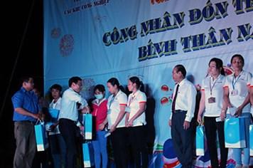 Công nhân vui tết cùng tổ chức công đoàn