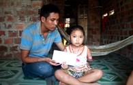 Trao hơn 13 triệu đồng cho bé gái 8 tuổi bị cụt tay sau tai nạn giao thông