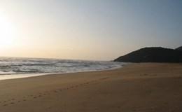 Quảng Ngãi: Tắm biển, 4 học sinh bị sóng cuốn