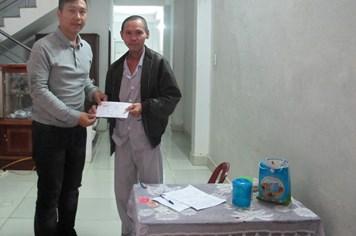 Đại diện Quỹ tấm lòng Vàng trao 3 triệu đồng tới cựu binh Gạc Ma mắc bệnh ung thư