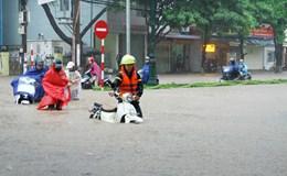 """Mưa lớn suốt 3 tiếng """"nhấn chìm"""" TP Thái Nguyên"""