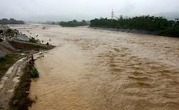 Các tỉnh miền núi mưa như trút nước, sạt lở nhiều nơi