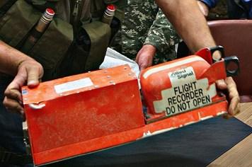 Chuyên gia Anh sẽ khôi phục thông tin hộp đen MH17 trong vòng 24h