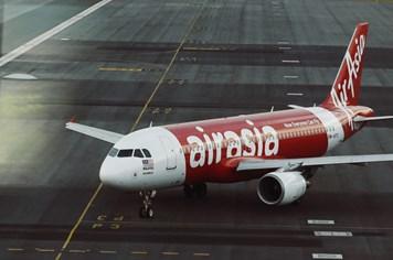 Thời tiết xấu có thể liên quan đến việc mất tích máy bay AirAsia