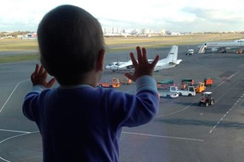 Bé gái Nga 10 tháng tuổi thành biểu tượng đau buồn của tai nạn máy bay Nga ở Ai Cập