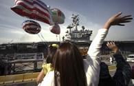 Mỹ đưa quan chức Campuchia thăm tàu sân bay trước phán quyết Biển Đông