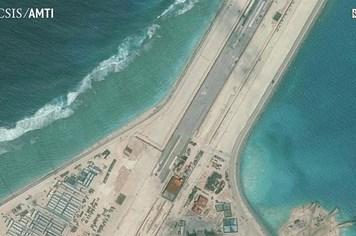 Trung Quốc bác bỏ phán quyết, thử sân bay mới ở Đá Vành Khăn và Xu Bi