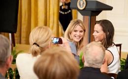 Bức thư xúc động của hai con gái ông Bush gửi hai con gái ông Obama