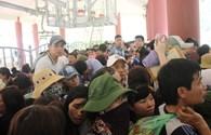 Nghẹt cứng, chen lấn ngày đầu khai hội chùa Hương Tích