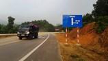"""""""Nhắm mắt"""" đặt biển báo giao thông dẫn xuống... vực"""