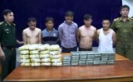 Bắt 5 đối tượng buôn bán 40 bánh heroin và 120.000 viên ma túy tổng hợp  