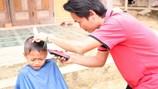 Chuyện kể trên đường từ chàng trai đạp xe 4.000km cắt tóc, làm từ thiện