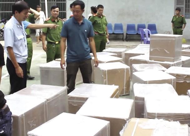 """Lô hàng tân dược """"đi"""" Campuchia nhưng Cty Con Ong lại mang về kho ở TP.HCM. Ảnh: C.A"""