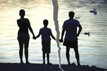Chỉ sống chung, sao phải gánh nợ thay?