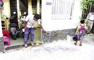 Khốn khổ vì bị tạt sơn, mắm tôm vào nhà