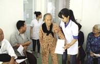 Thầy thuốc trẻ về với các Mẹ Việt Nam Anh hùng, thương bệnh binh