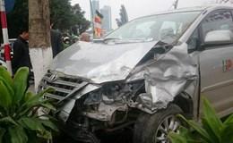 Ôtô con bất ngờ mất lái gây tai nạn trên đường Thanh Niên