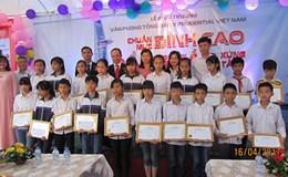 Prudential trao tặng 20 suất học bổng cho trẻ em nghèo tại Thanh Oai
