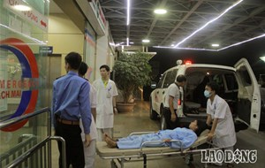 Trắng đêm cùng các bệnh nhân chạy thận từ Hòa Bình về Hà Nội