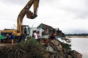 Hỗ trợ tỉnh Bình Định gần 1 tỉ đồng khắc phục hậu quả thiên tai