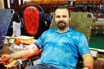 """Chàng trai người Pháp hiến máu tình nguyện """"chung sức vì biển đảo thân yêu"""""""