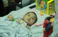 LD1788: Mẹ bị dập nát tay, con trai 4 tuổi phải cắt cụt 2 chân vì lở núi